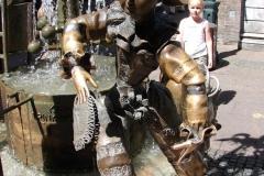 Standbeeld-Aachen-met-bewegende-beelden-03