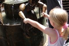 Standbeeld-Aachen-met-bewegende-beelden-07
