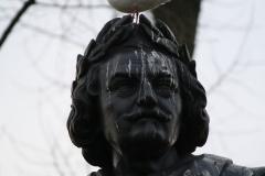Amsterdam-031-Vondelpark-Monument-Vondel-detail