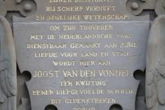 Amsterdam-036-Vondelpark-Monument-Vondel-detail