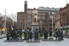 Amsterdam-186-Rembrantdmonument-met-Nachtwacht
