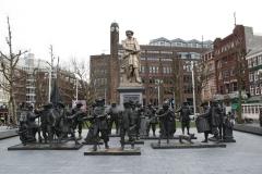 Amsterdam-187-Rembrantdmonument-met-Nachtwacht