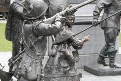 Amsterdam-202-Nachtwacht-bij-Rembrandtmonument-detail