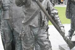 Amsterdam-203-Nachtwacht-bij-Rembrandtmonument-detail