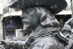 Amsterdam-220-Nachtwacht-bij-Rembrandtmonument-detail