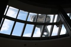 Brussel-0541-Atomium-door-een-raam-naar-boven