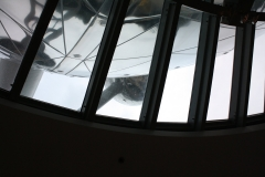 Brussel-0661-Atomium-door-een-raam-beneden