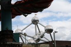 Brussel-0680-Atomium-en-waterblijbaan-bij-zwembad