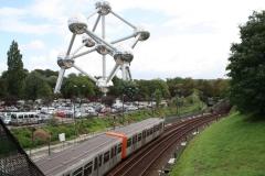 Brussel-0696-Trambanen-en-spoorweg-bij-Atomium