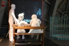 Brussel-0606-Atomium-Kunstwerk-van-schoolkinderen-en-meester