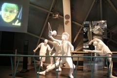 Brussel-0612-Atomium-Kunstwerk-van-voetballers-diaboloman-en-balletdanseres