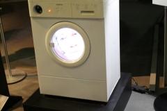 Brussel-0613-Atomium-Kunstwerk-van-wasmachine