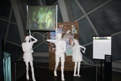 Brussel-0617-Atomium-Kunstwerk-van-demonstratie