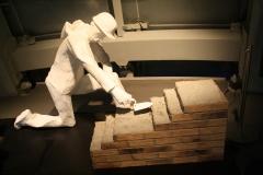 Brussel-0621-Atomium-Kunstwerk-van-bouwvakkers