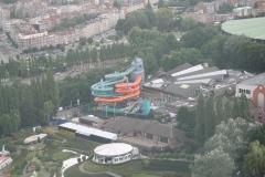 Brussel-0546-Atomium-Uitzicht-op-waterglijbaan-bij-zwembad
