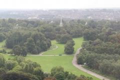 Brussel-0563-Atomium-Uitzicht-op-park-en-kerk