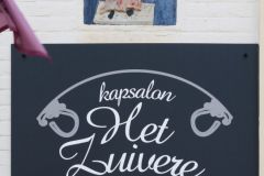 Egmond-aan-Zee-150-Voorstraat-Tableau-boven-kapsalon-Het-Zuivere-Schaartje