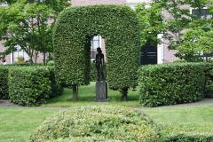 Haarlem-051-Hofje-van-Oorschot-Sculptuur