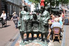 Haarlem-097-Sculptuur-van-drie-Hagenaars