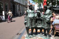 Haarlem-098-Sculptuur-van-drie-Hagenaars