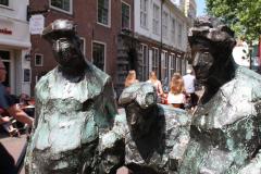 Haarlem-099-Sculptuur-van-drie-Hagenaars-detail