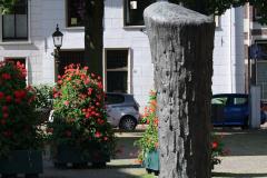 Haarlem-476-Sculptuur-op-Nieuwe-Kerksplein
