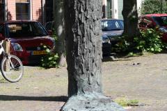 Haarlem-478-Sculptuur-op-Nieuwe-Kerksplein