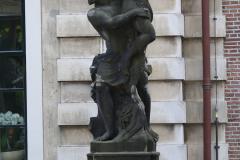 Haarlem-517-Provinciehuis-Standbeeld