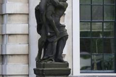 Haarlem-520-Provinciehuis-Standbeeld