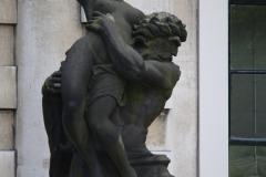 Haarlem-521-Provinciehuis-Standbeeld