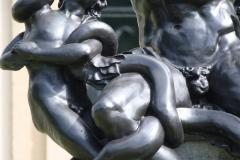 Haarlem-537-Provinciehuis-Standbeeld