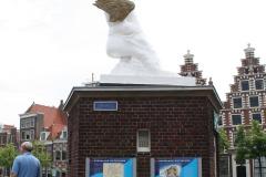 Haarlem-656-Beeld-gevleugelde-voet-op-Douche-Gravestenebrug