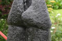Haarlem-702-Hofje-van-Bakenes-Standbeeld-drie-vrouwen