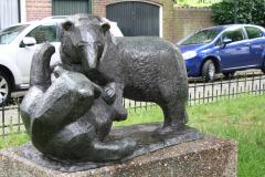 Haarlem-885-Ripperdapark-Standbeeld-Beren