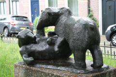 Haarlem-886-Ripperdapark-Standbeeld-Beren