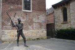 Heerlen-013-Pancratiusplein-Bewaker-bij-Schelmentoren