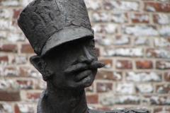 Heerlen-015-Pancratiusplein-Bewaker-bij-Schelmentoren-detail