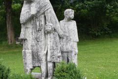 Neukirchen-171-Beeld-van-moeder-en-kinderen