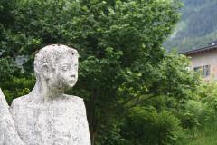 Neukirchen-174-Beeld-van-moeder-en-kinderen-detail