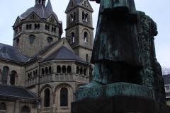 Roermond-Standbeeld-Pierre-Cuypers-01