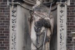 Roermond-Standbeeld-in-muur-02
