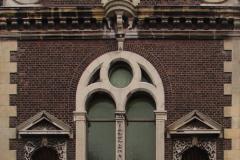 Roermond-Standbeeld-in-muur-03