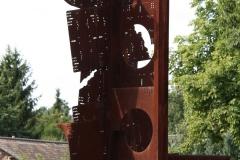 Tuinwijk-Eisden-2-Rotonde-met-Mijnmonument