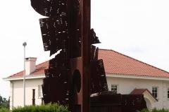 Tuinwijk-Eisden-3-Rotonde-met-Mijnmonument