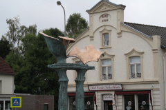 Simpelveld-Sculptuur-op-rotonde-Pleistraat-3-en-Het-Oude-Schoolhuis