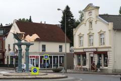 Simpelveld-Sculptuur-op-rotonde-Pleistraat-5-en-Het-Oude-Schoolhuis