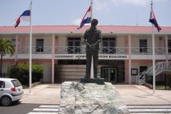 1_St.-Maarten-1268-Philipsburg-Standbeeld-Dr-George-Wathey