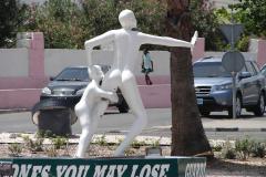 St.-Maarten-0977-Standbeeld-moeder-en-kind