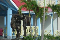 St.-Maarten-0999-Standbeeld-visser-bij-Simpson-Bay