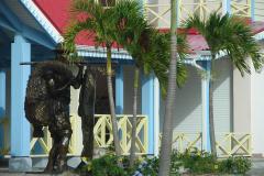 St.-Maarten-1000-Standbeeld-visser-bij-Simpson-Bay